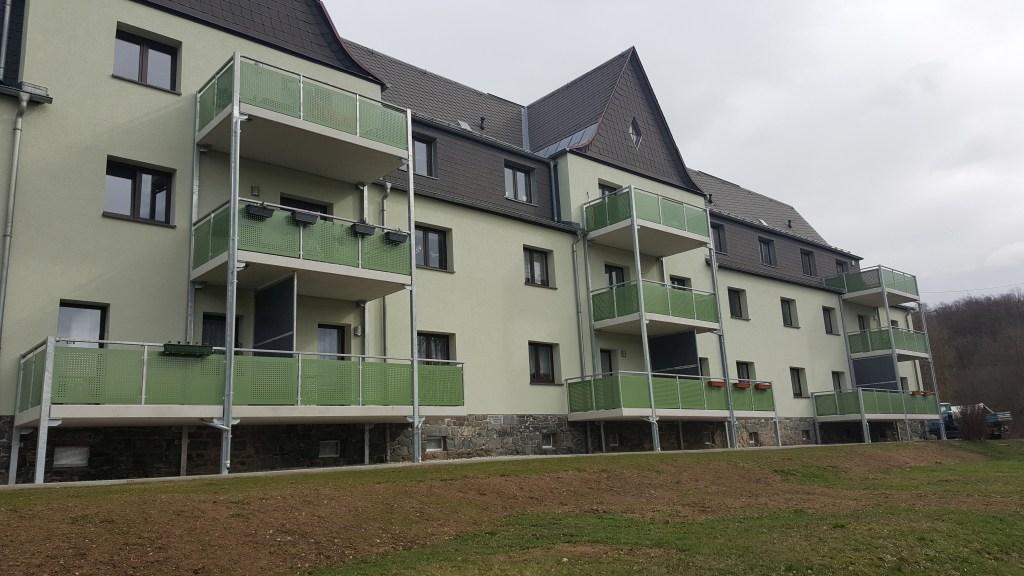 1-balkon-gelaenderfuellung-lochblech