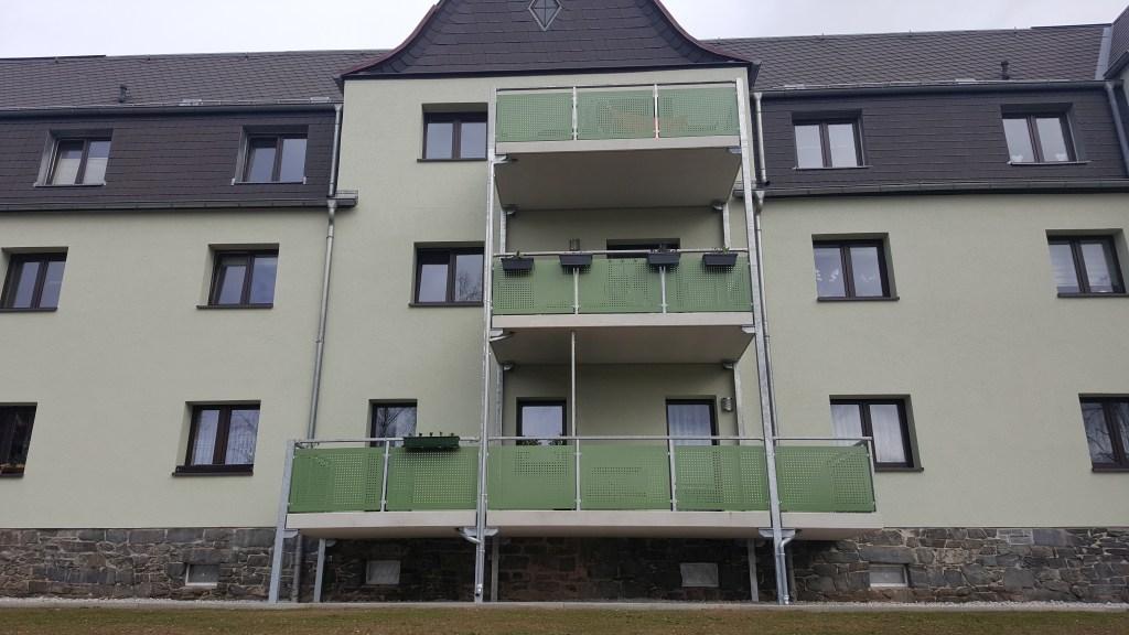 2-balkon-gelaenderfuellung-lochblech
